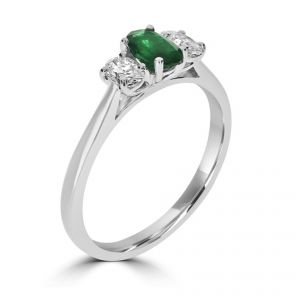 18ct White gold oval Emerald Ring with 2 oval diamonds